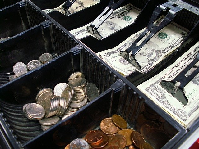 Na jakie parametry techniczne zwrócić uwagę przy zakupie kasy fiskalnej?